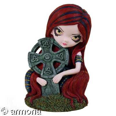 "Figurine Gothique Jeune Fille & Croix Celtique ""Strangely Lonely"" de Jasmine Becket Griffith"
